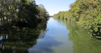 Buscan a una mujer desaparecida tras ser arrastrado por el río Tiétar el todoterreno en el que iba