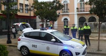 Policía Local y coche patrulla
