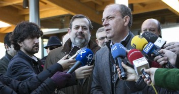 Monago con periodistas