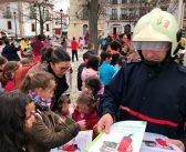 Niños y bomberos en la Semana de la Prevención de Incendios